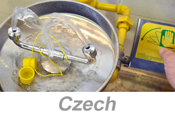 Using Eyewashes and Emergency Showers - International (Czech)